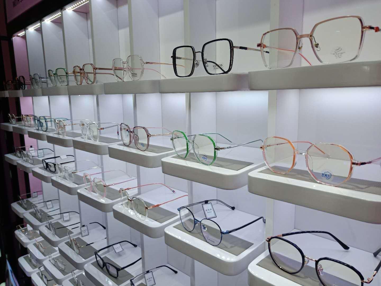 【上海14店通用】88元购Sweet Color隐形眼镜套餐!来一副不一样的眼镜,点亮璀璨人生!明亮双眸就在此刻!非球面1.60防蓝光镜片、免费保养、维修、四色靓丽隐形!还在等什么?无需预约!