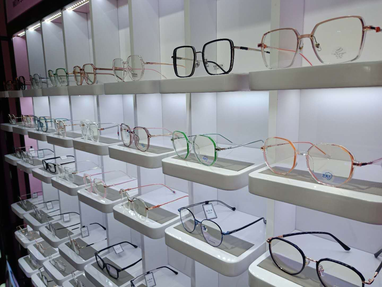 【上海14店通用】79元购Sweet Color隐形眼镜店268元框架眼镜套餐!来一副不一样的眼镜,点亮璀璨人生!明亮双眸就在此刻!非球面1.60防蓝光镜片、免费保养、维修、四色靓丽隐形!还在等什么?无需预约!